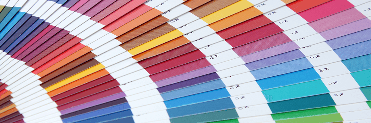 Een kleurenwaaier met PMS-kleuren